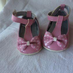Kızlar için yeni ayakkabılar