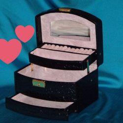 Mücevher kutusu siyah