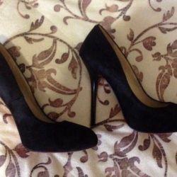 Pantofi aproape noi