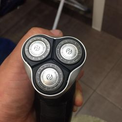 Electric Philips shaver