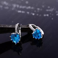 Küpeler taklit mücevher