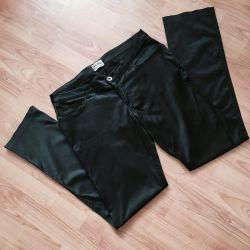 Pantalonii drepți