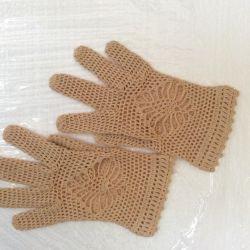 Knitted fishnet gloves