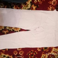 Pantaloni albi pe p.48-52