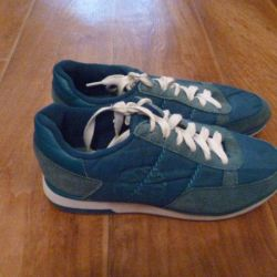 Urgently selling! Sneakers