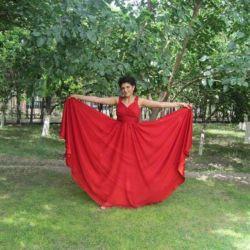 Yunan tarzında parlak elbise