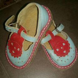 Sandalele pantofi primii pași