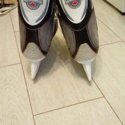 Skates. rr 42.