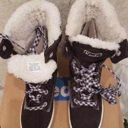 Keds'in kürklü ayakkabıları. YENİ