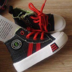 Yeni spor ayakkabı Kapitoshka ve Owlet