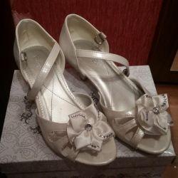 Beautiful sandals 34r