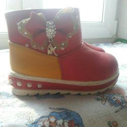 Νέα παπούτσια για ένα κορίτσι
