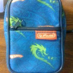 Handbag for walking and traveling