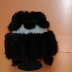Women's leather cap with mink fur