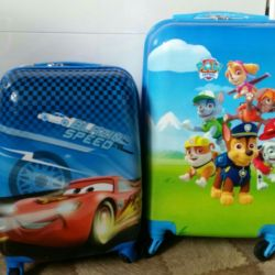 Çocuklar için popüler çizgi film karakterleri ile bir bavul
