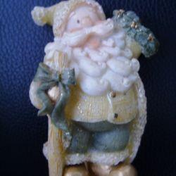 """Figurină - suvenir de ceramică """"Moș Crăciun""""."""