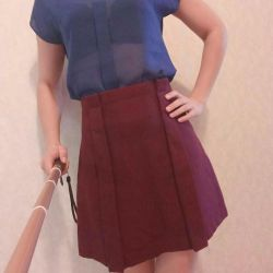The skirt. Size M.