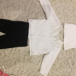 Blouse and leggings for a girl