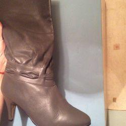 Сапоги женские на каблуке новые