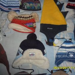 Many- Many beautiful hats.