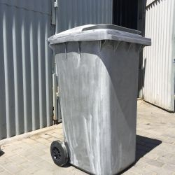 Trash can on wheels