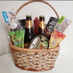 A gift for a man. Beer basket