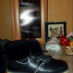 Продаются зимние б/у ботинки