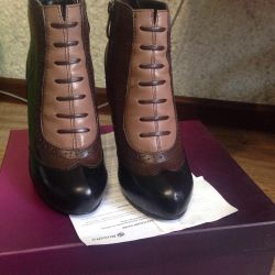 Shoes p 34 in excellent condition nate leather