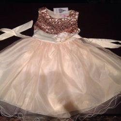 Φόρεμα κομψό για ένα κορίτσι