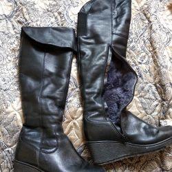Χειμερινές μπότες, δέρμα και γούνα ... στην πλατφόρμα
