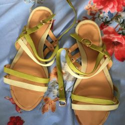 Women's sandals used