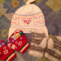 2-3 yaşında bir kız için şapka, eldiven, eldiven.