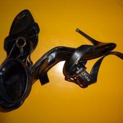 Vindem sandale de vara