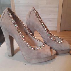 Όμορφα παπούτσια