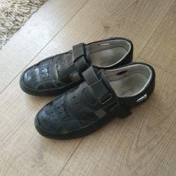 Okul sandaletleri