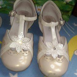 Παπούτσια με ένα μικρό τακούνι.