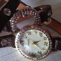 Τα ρολόγια με στρας είναι κομψά