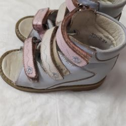 Orthopedic sandals for girls