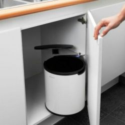 Kitchen swivel trash can