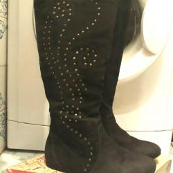 Suede boots, 36r.