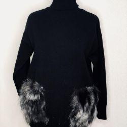 Turtleneck with fur pockets