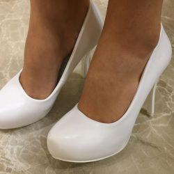 Туфлі весільні нові