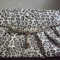 Η τσάντα είναι καινούρια