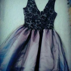 Κομψό φόρεμα της Πρωτοχρονιάς