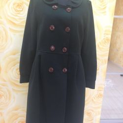 Coat of dark green color