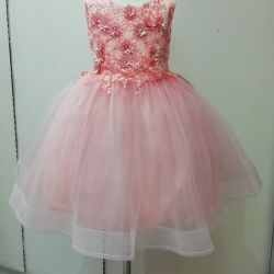 Новое, бальное платье с пышной юбкой