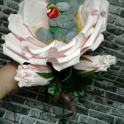 Τριαντάφυλλο με Raffaello και ένα παιχνίδι