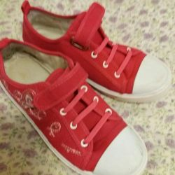 Sneakers for girl size 36