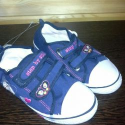 New sneakers for girls size 32
