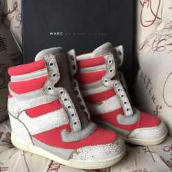 Sneakers p. 36